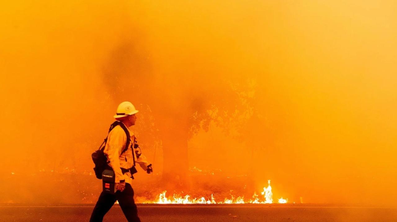 グーグル、野火から身を守るための新機能「山火事マップ」の計画を発表