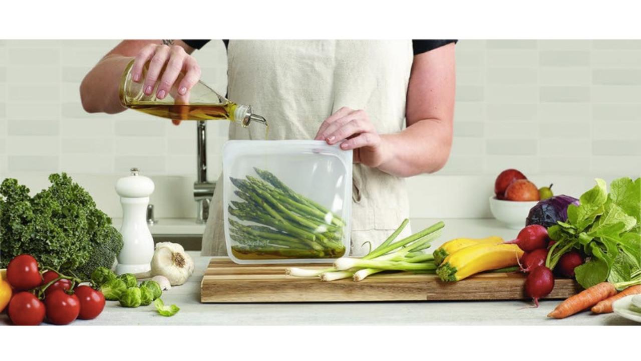 料理や保存に多機能なシリコーンバッグ。電子レンジ、ゆでる、冷凍も可能
