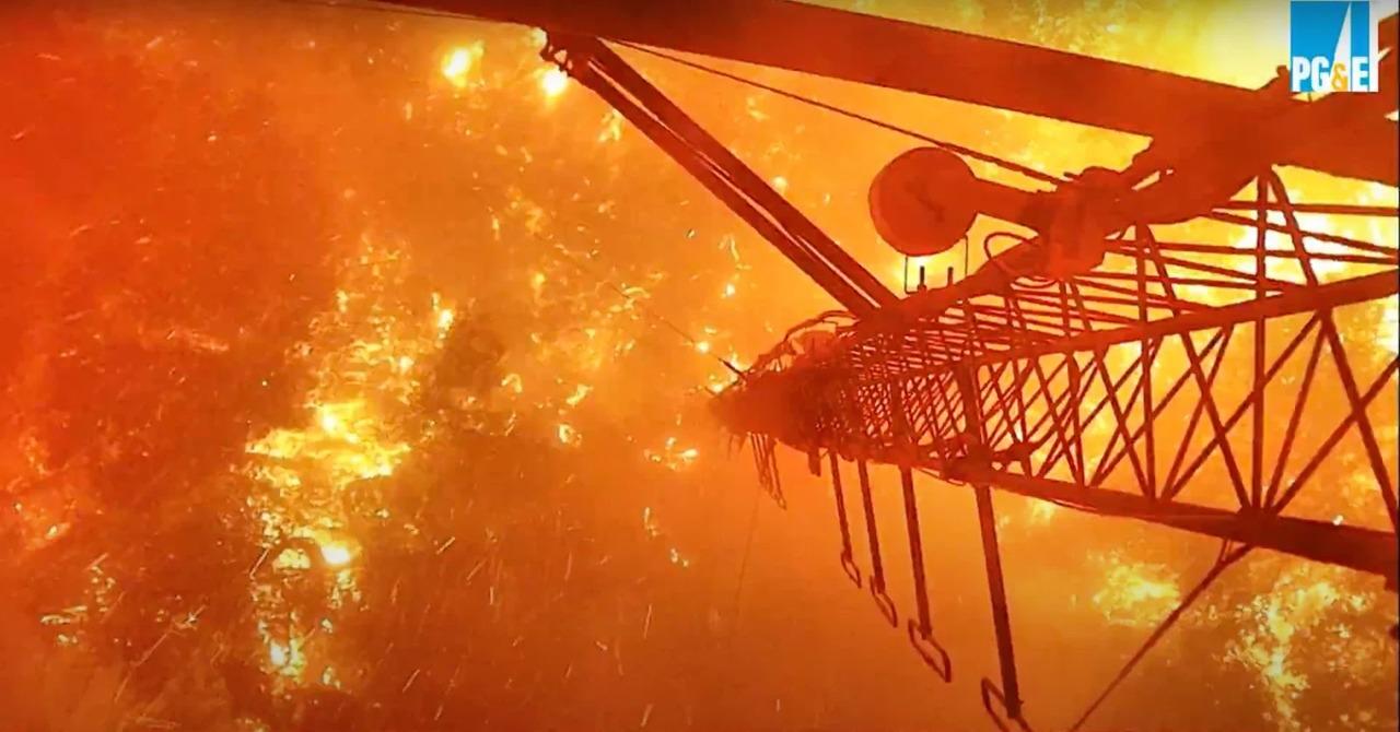監視カメラで山火事を監視。