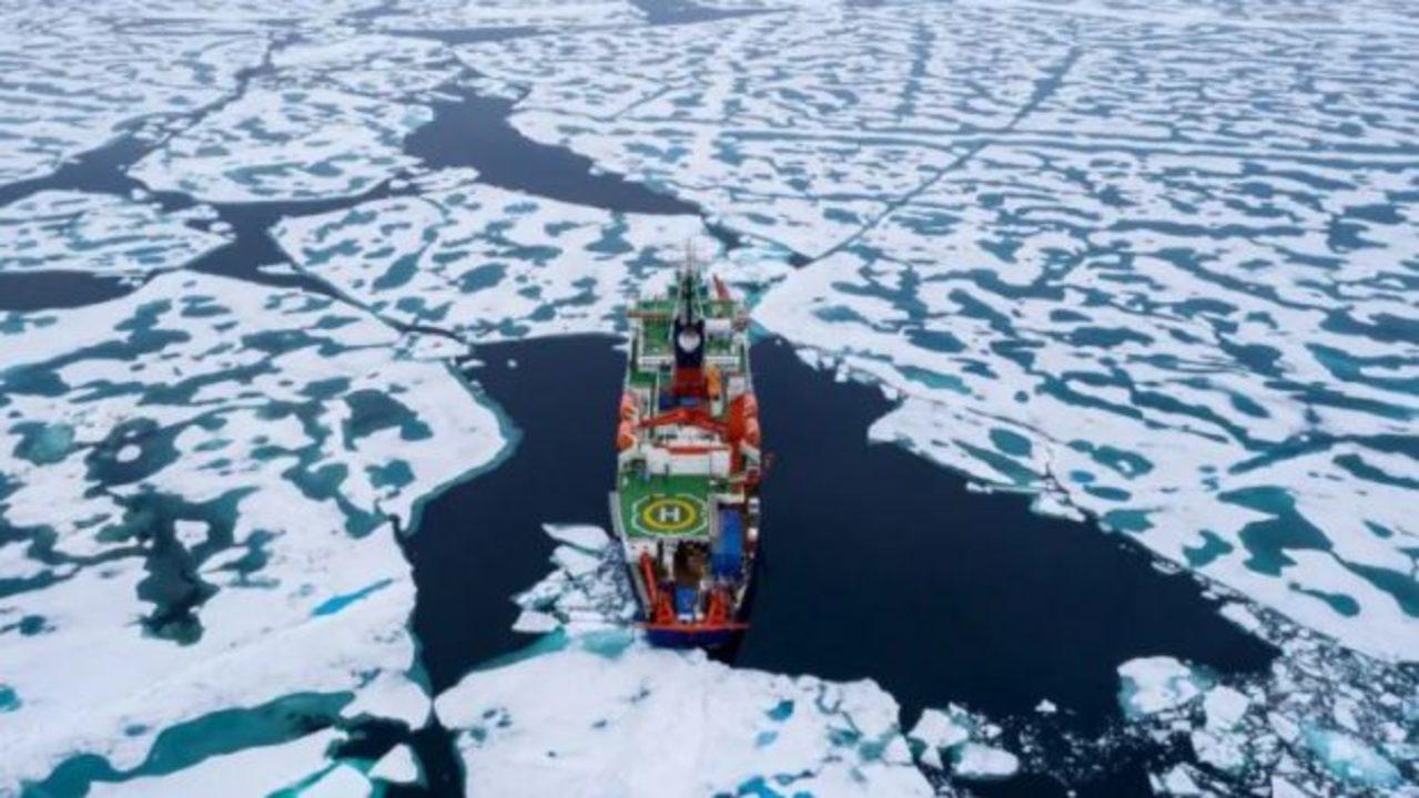あまりに暑すぎた夏。とうとう北極から氷がなくなる夏も近いらしい…