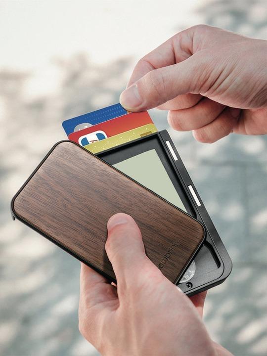 天然木材の超コンパクト・ミニマル財布。ワンランク上のメンズにオススメ