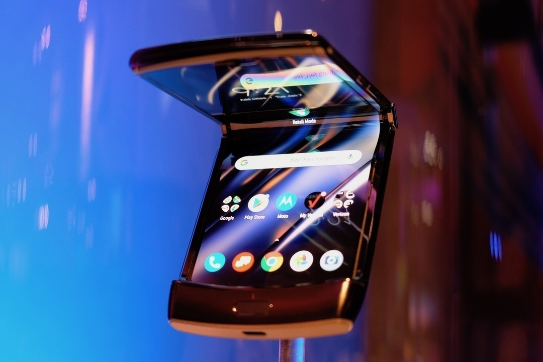 モトローラの折りたたみスマホRazr第2世代発表! 5Gに対応