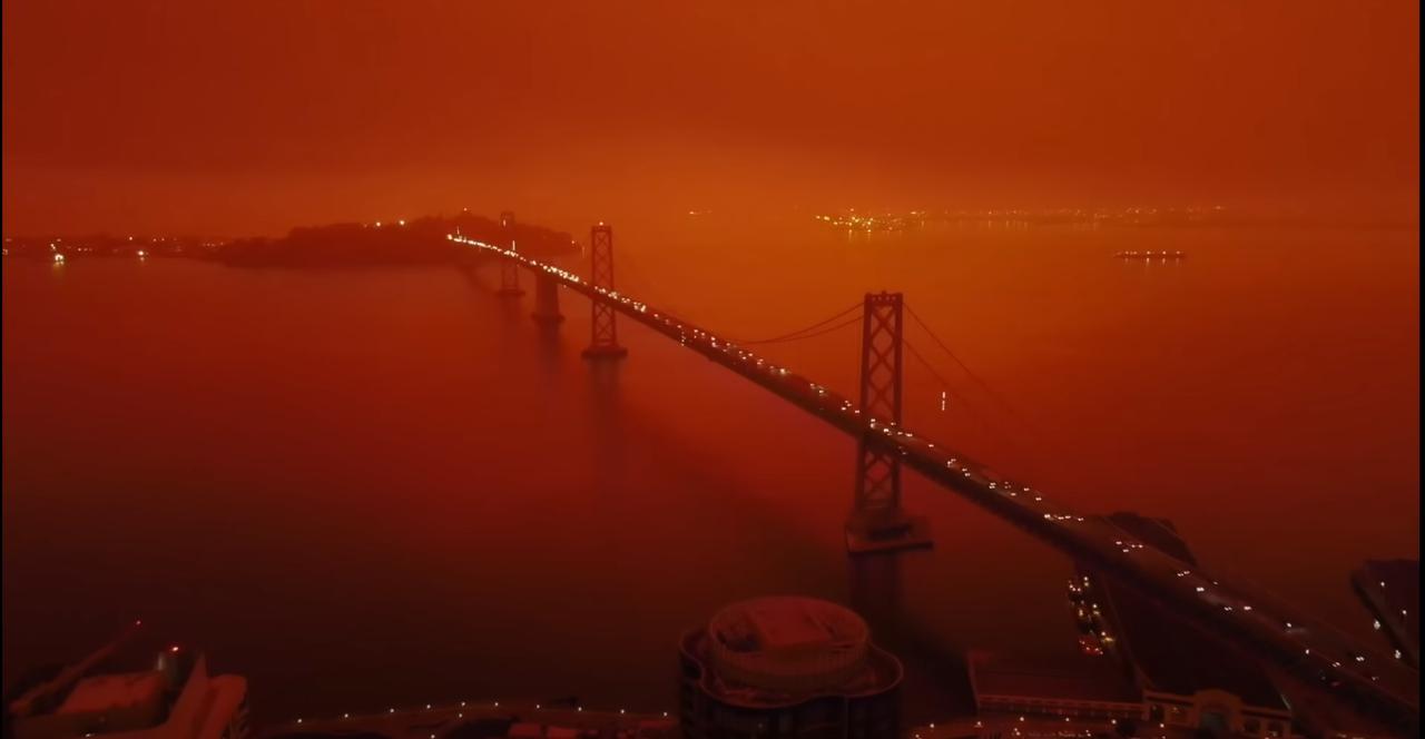 サンフランシスコが火星みたいになってる。オレゴンの空も、血の赤に染まる…