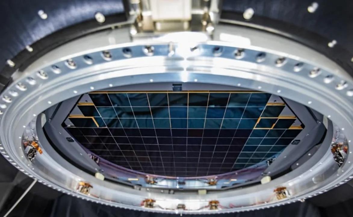 宇宙を捉える巨大カメラのイメージセンサー、32億画素の画像を撮る