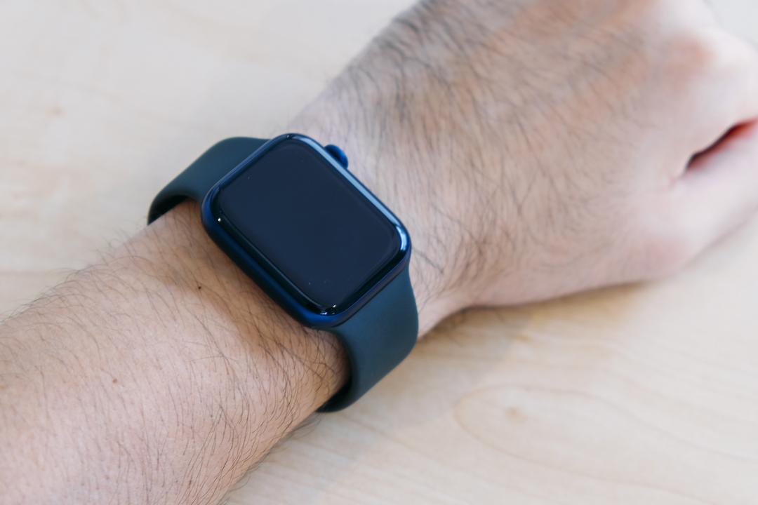 これ、時計バンド革命だ…! Apple Watchの新バンド「ソロループ」アンボックス