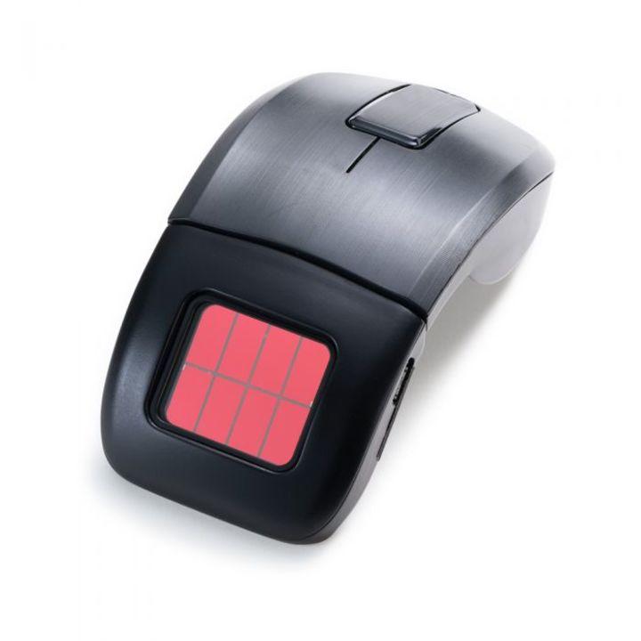 室内光で充電できる! リコーの折りたためる無線マウス
