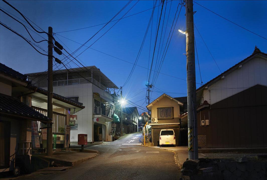 星空の邪魔をしない、夜空に光が漏れない街灯をパナソニックが開発