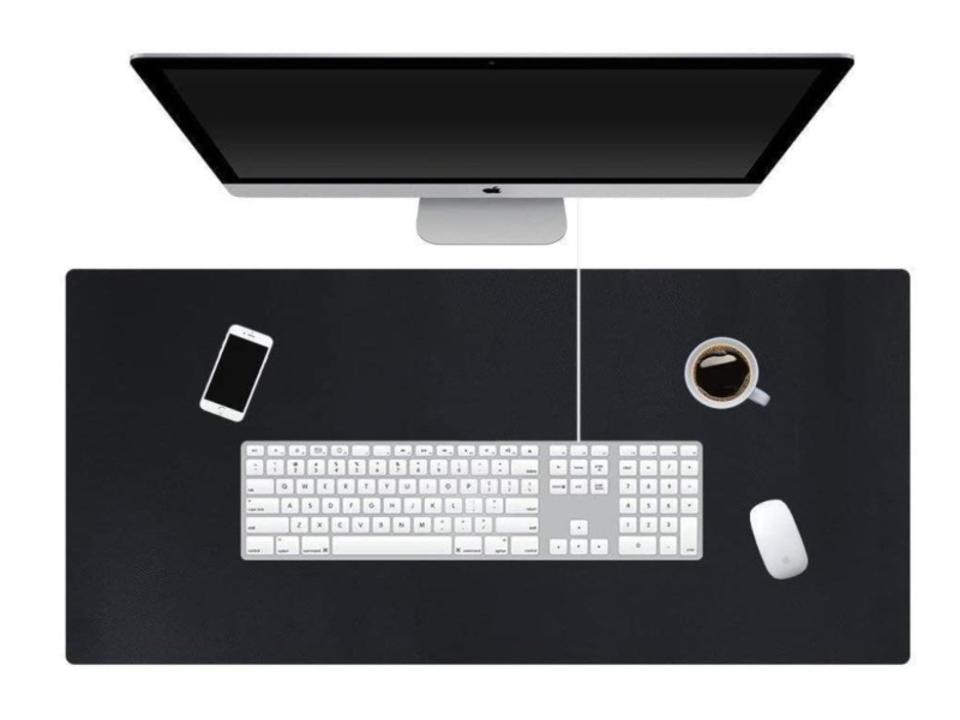 【きょうのセール情報】Amazonタイムセールで、1,000円台のマウスパッドにもなる机用マットや2,000円台のスマホ用レンズ6点セットがお買い得に