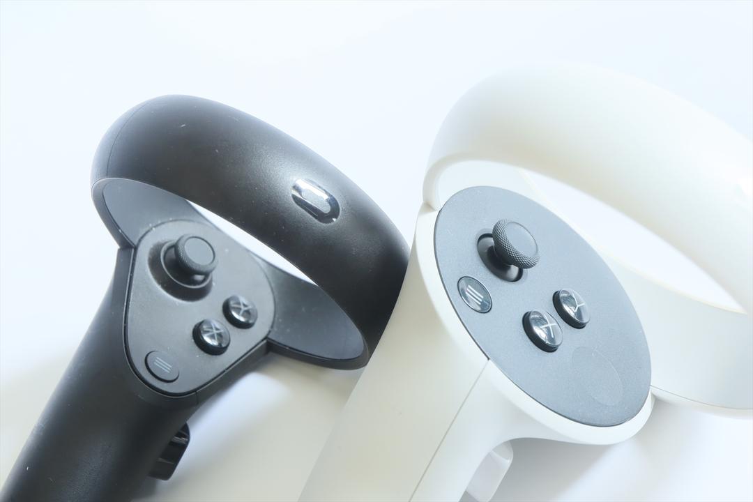 初代Oculus QuestとOculus Quest 2のコントローラ