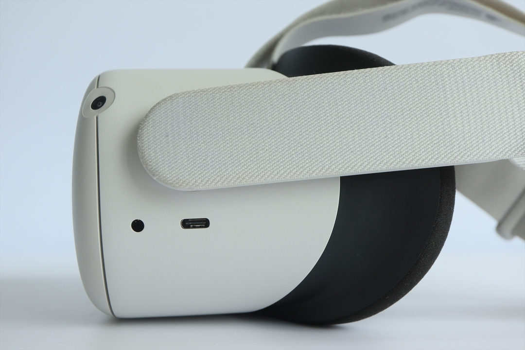 Oculus Quest 2のイヤホンとUSB-Cコネクタ