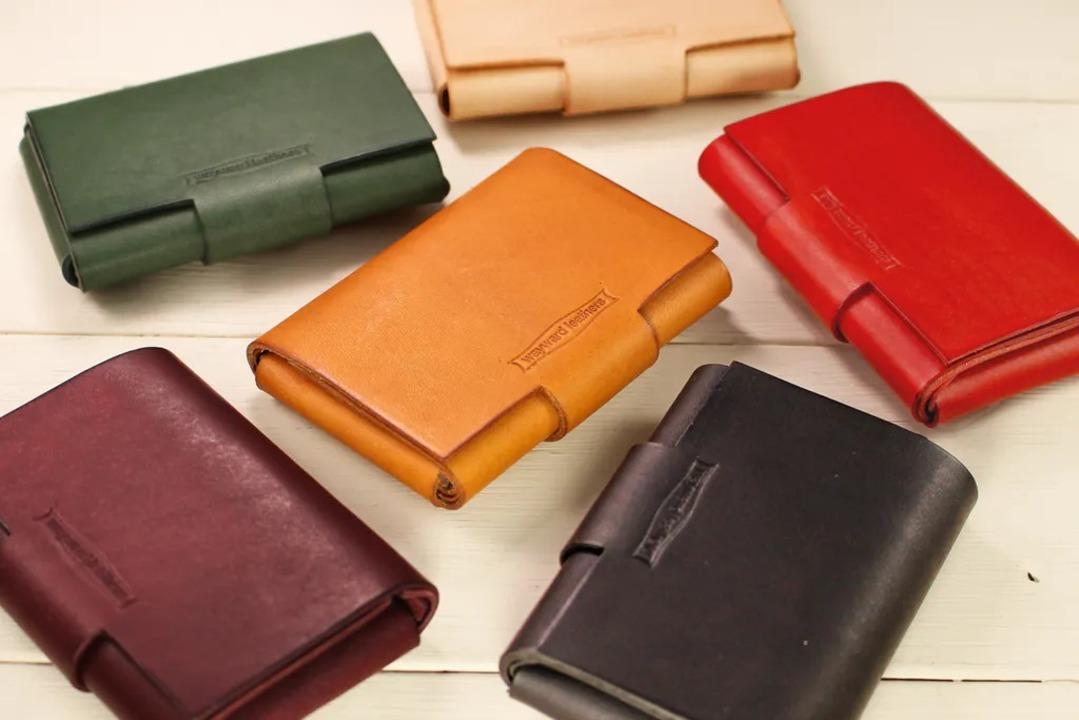 カード並みにコンパクトな牛革ミニマル財布【今なら30%オフ】
