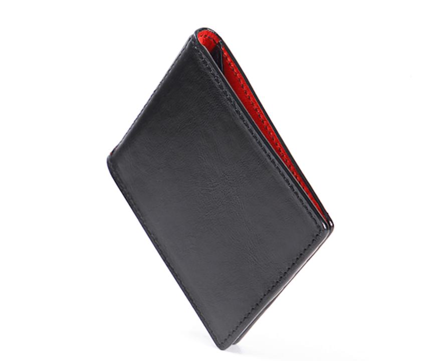 二つ折りでも厚さ10mm! 超薄型ミニマル財布「Hum」