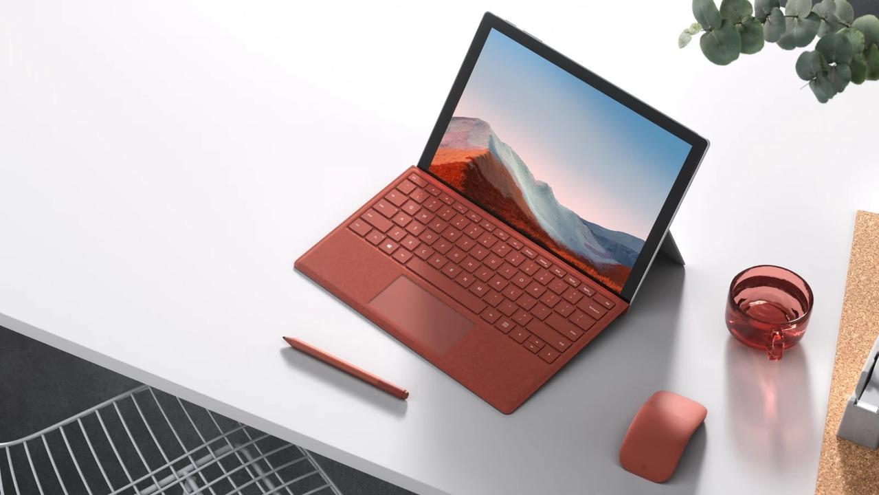 MicrosoftがARM Windowsにかける意気込み。Surface Pro Xに新プロセッサ「SQ2」搭載モデル、新色プラチナも追加