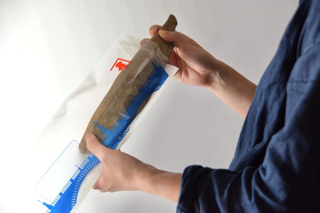 出汁の老舗にんべんから、鰹節をピタっと収納できる「鰹節保存袋」登場。なお鰹節以外も収納OK