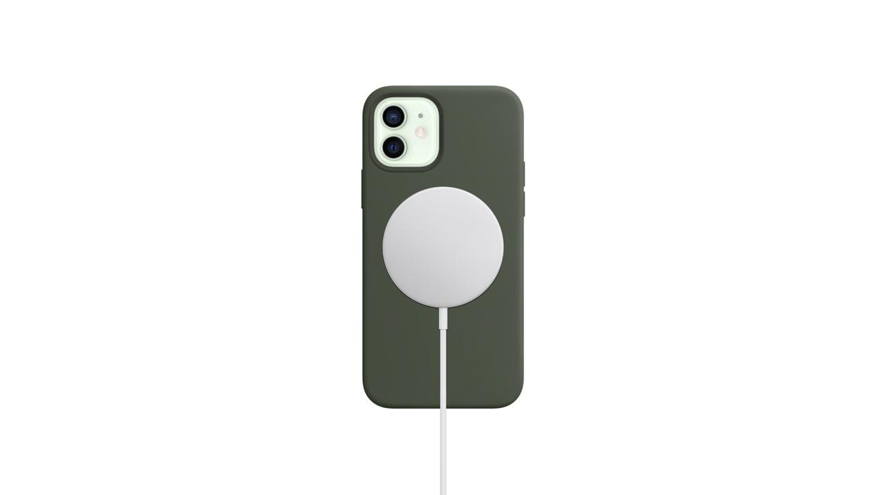 おまえ、生きていたのか…! 新機能「MagSafe for iPhone」で、背中にピタっと #AppleEvent