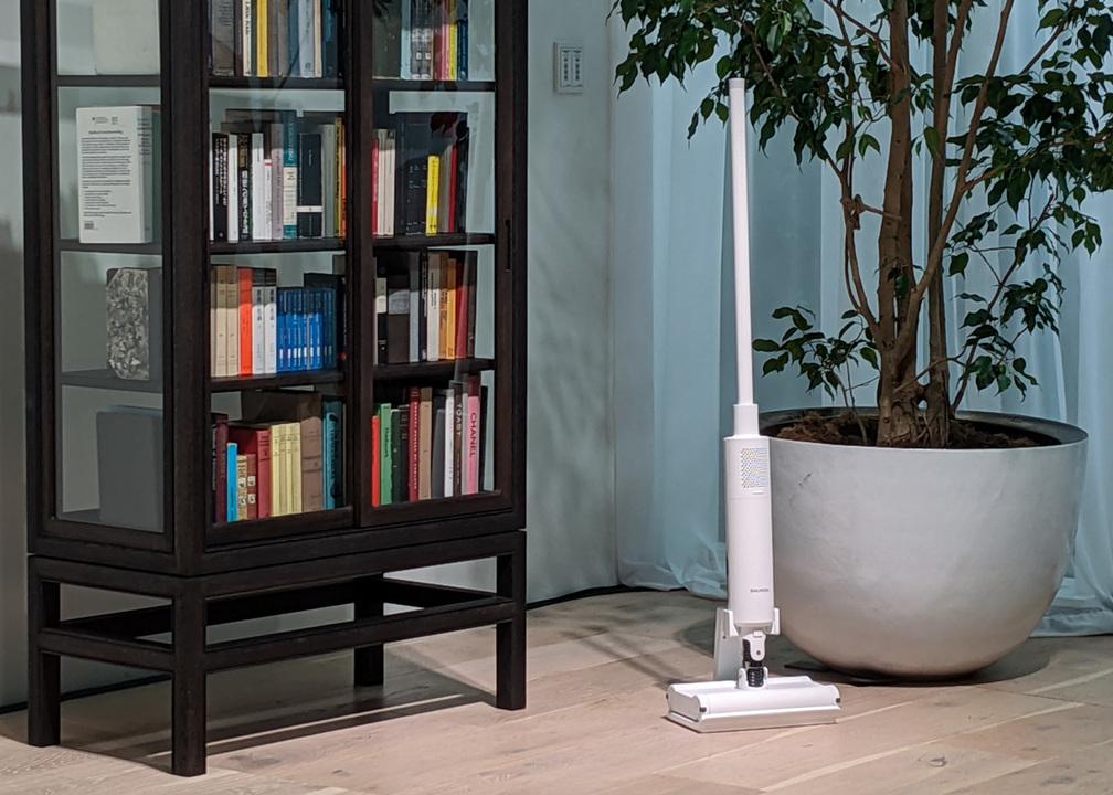 バルミューダの掃除機は床の上をスルスル滑る:BALMUDA The Cleanerデビュー