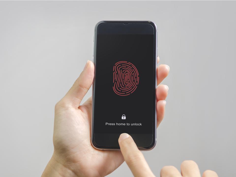 iPhone 13の噂は早すぎるけど、Touch ID復活するかもって