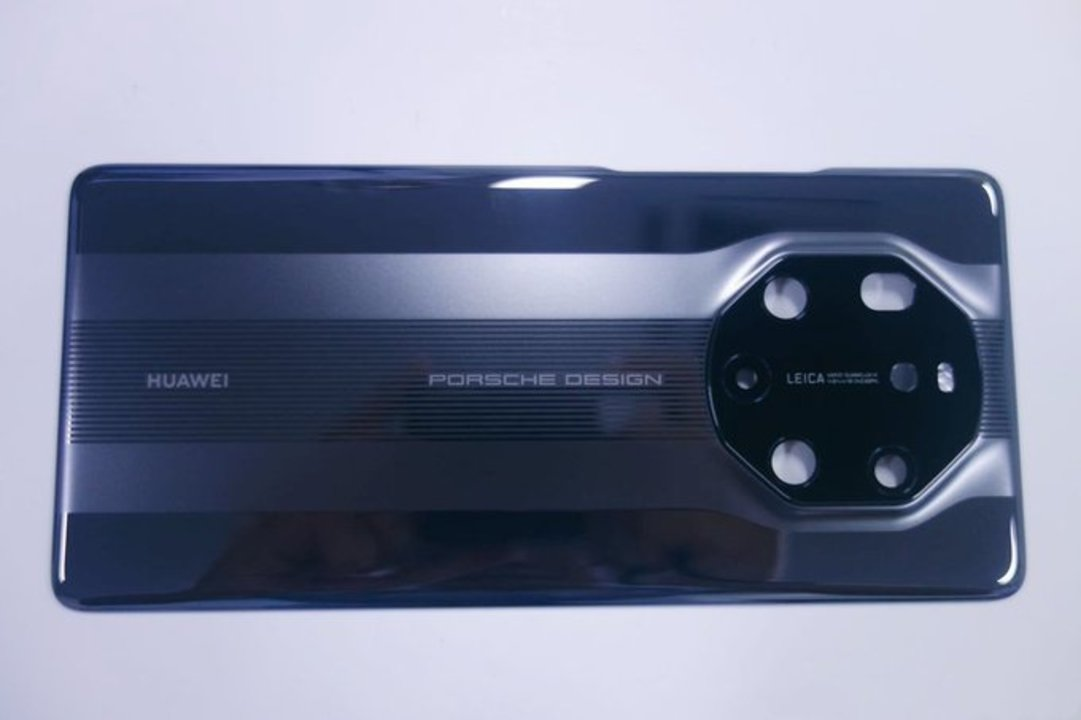リークされた「Huawei Mate 40 RS」画像、ポルシェデザインとのコラボでカメラ部分が特徴的