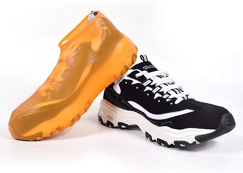 スニーカーを雨から護る! シリコン製「防水シューズカバー」