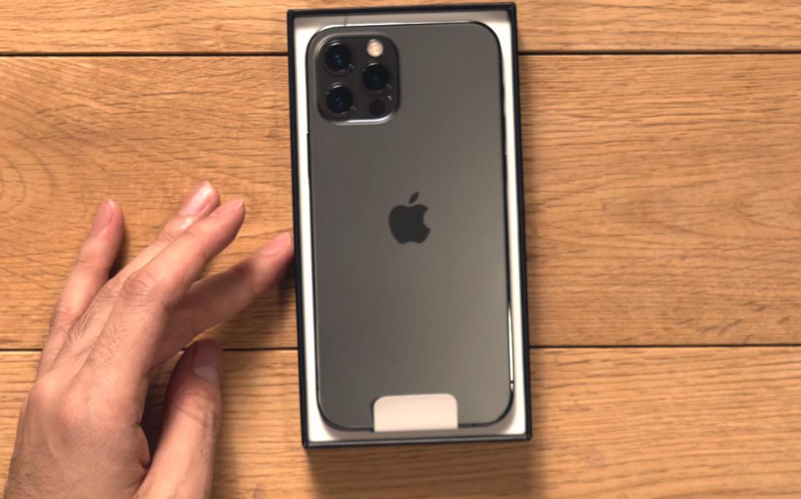 iPhone 12シリーズはSIM2枚挿しでまだ5G使えないよ。年内アプデまで待とう