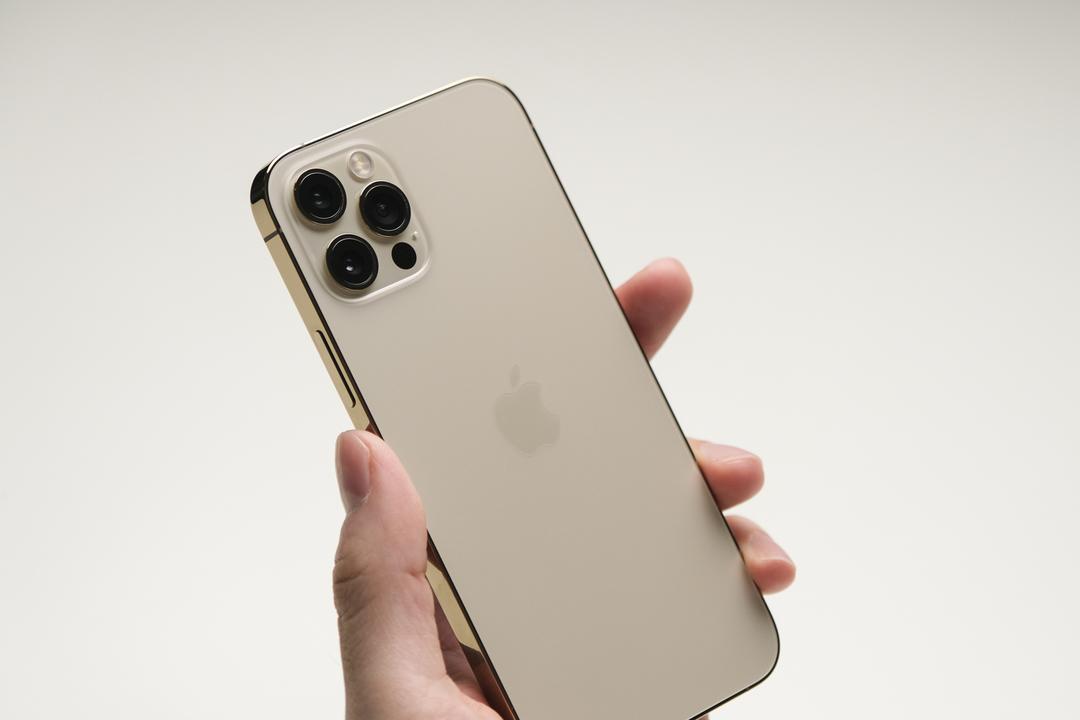 また最高が更新されてしまった。iPhone 12 Proのゴールド、今までで一番ゴールデンなゴールドかも