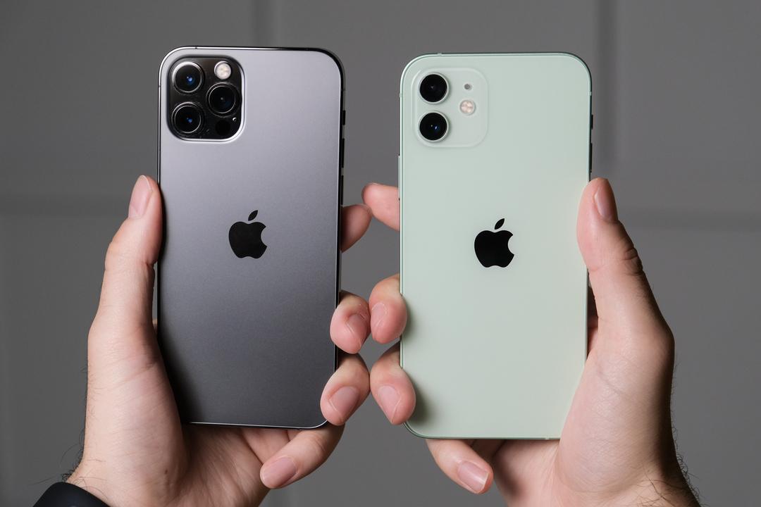 結局iPhone 12とiPhone 12 Pro、どっちが良いの? 触って感じた確かな違い