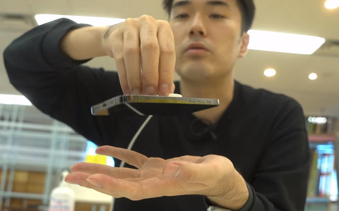 iPhone 12のMagSafeでワイヤレス充電最大の悩みが解決。でも不満点も3つある