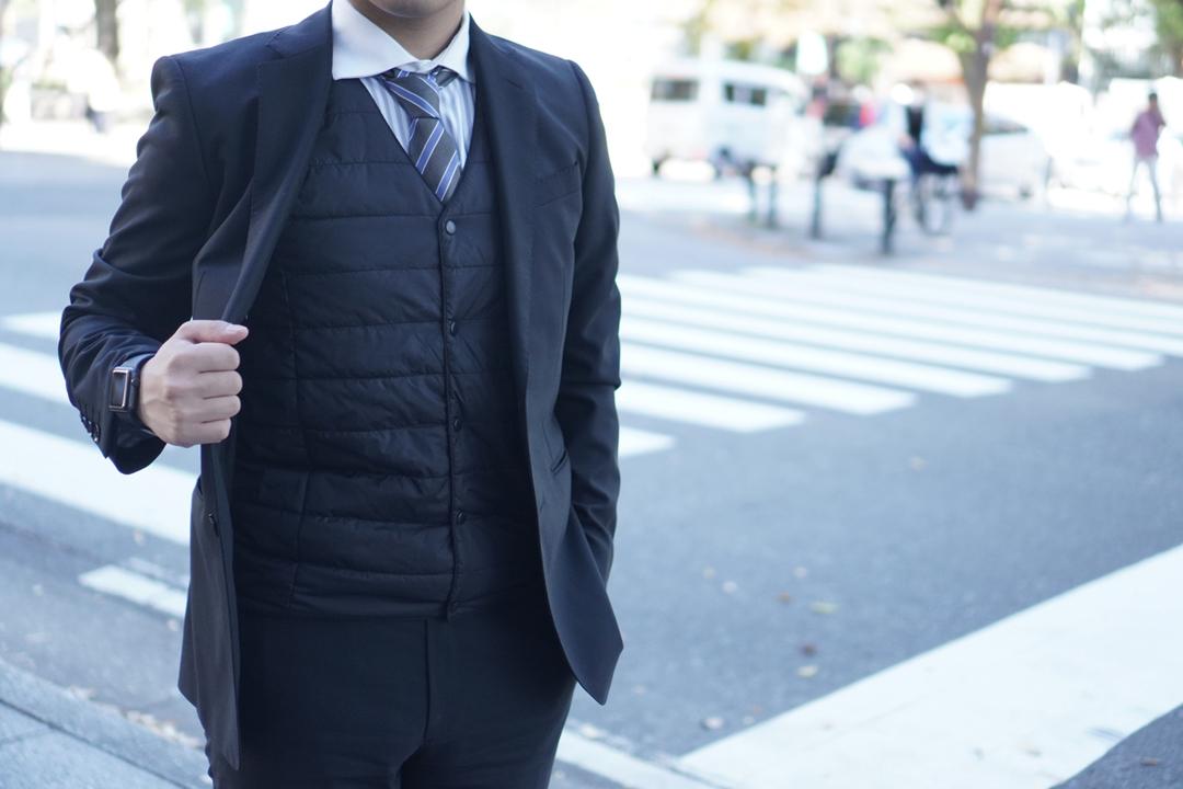 背中が温かいって幸せかも! スーツにもピッタリな薄型発熱ベストでスマートに防寒対策してみた