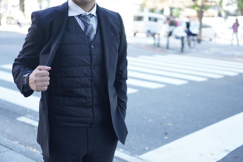 """スーツの防寒対策は""""着るコタツ""""!?ヒーター搭載薄型ベストを着てみた"""