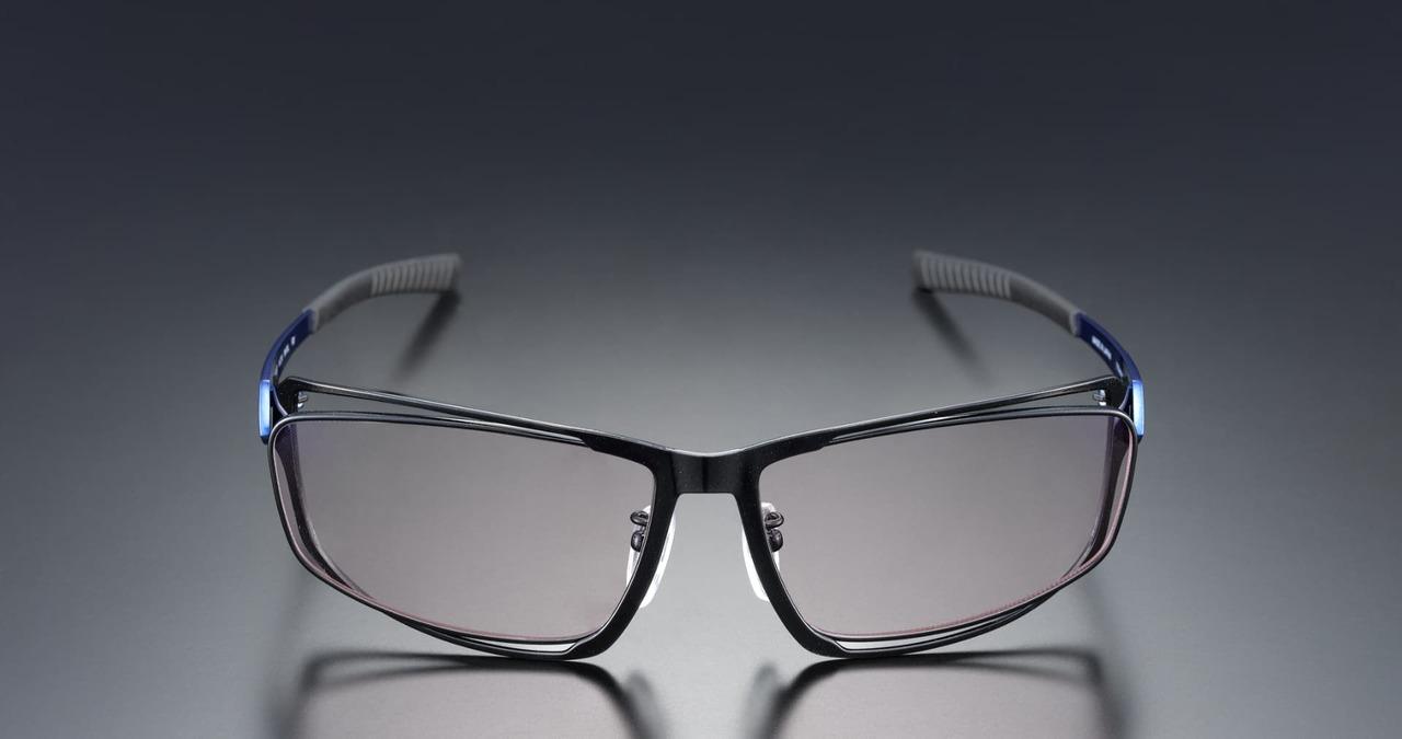 プロのこだわり。眼科医療機器メーカーとeスポーツ選手が作ったブルーライト眼鏡「G-SQUARE」