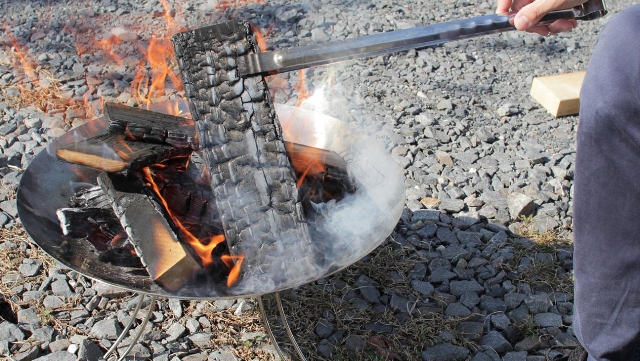 10秒で組み立てられて細かいメンテもなし。コールマンの焚き火台は、初心者にこそすすめたい