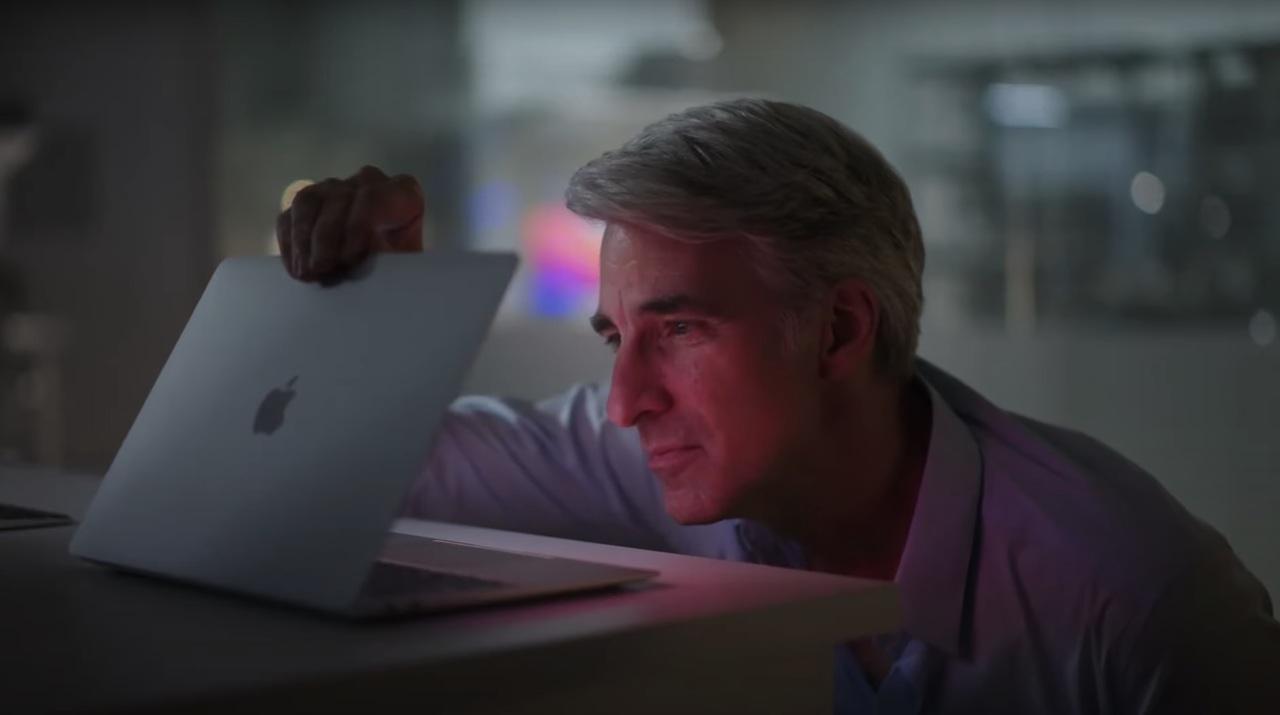 ではここで、クレイグ・フェデリギ上級副社長のサービスショットをご覧いただきましょう #AppleEvent