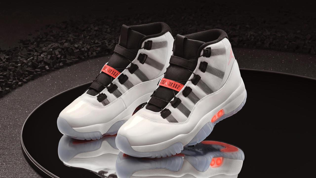 すっごい未来的。ついに「Air Jordan XI」が自動靴紐シューズになった!