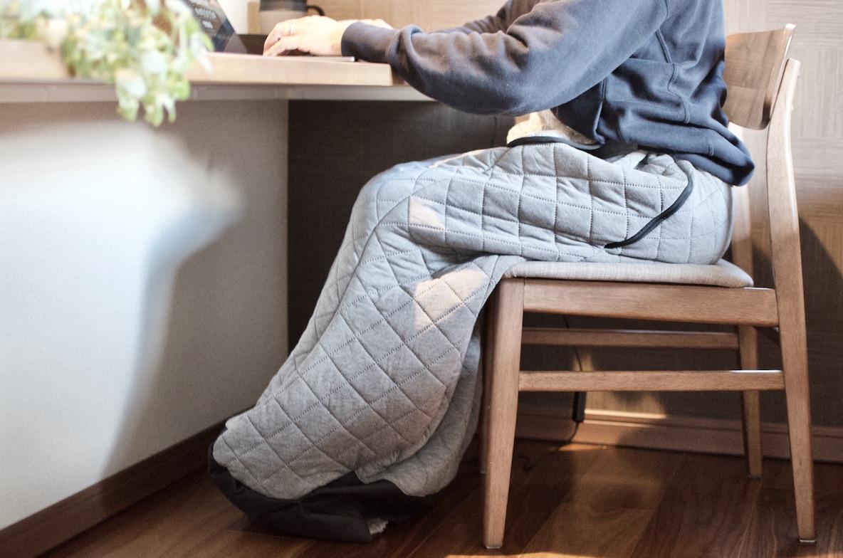 こたつに入ったまま移動ができる。「おひとりさま用着るこたつ」で冬の家ごもりを快適に!