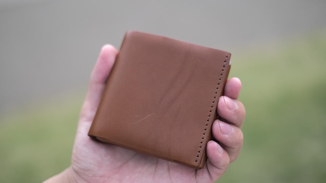 薄くて小さいへのこだわりが満載! 人気上昇中のミニマルなお財布を使ってみた