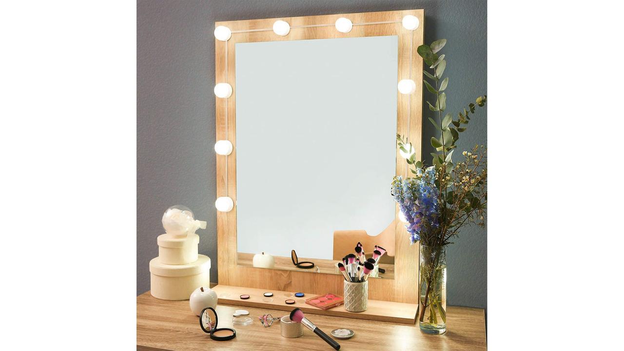 【Amazonブラックフライデー】どんな鏡も1500円ちょいで女優仕様に! 簡単とりつけLEDミラーライト(これ撮影機材にもなるね)