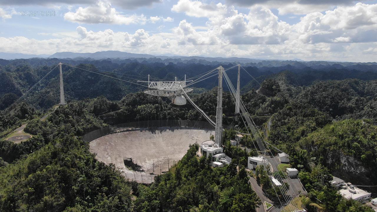 アレシボ天文台の望遠鏡が崩れ落ちていく映像がショッキングでしかない