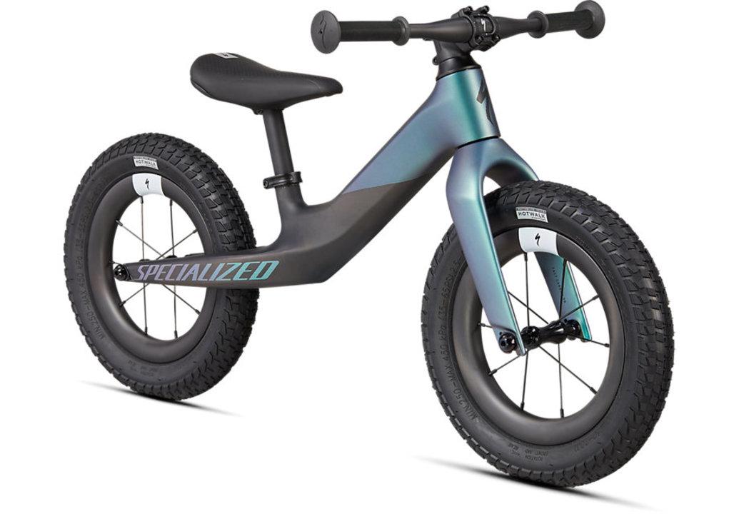 カーボンファイバー製で重さ2.1kg! スペシャライズドから子供用バランスバイクが登場
