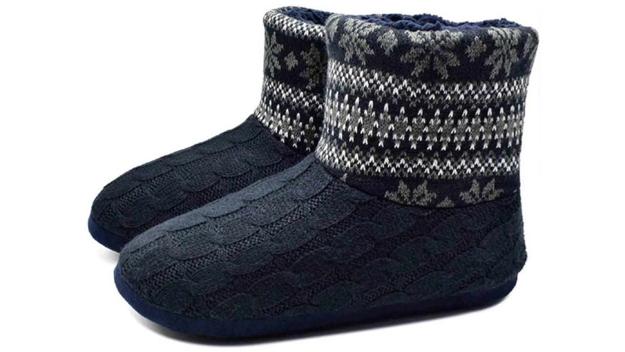足元をすっぽり包み、モコモコで暖かなルームシューズは男性にもオススメだぞ