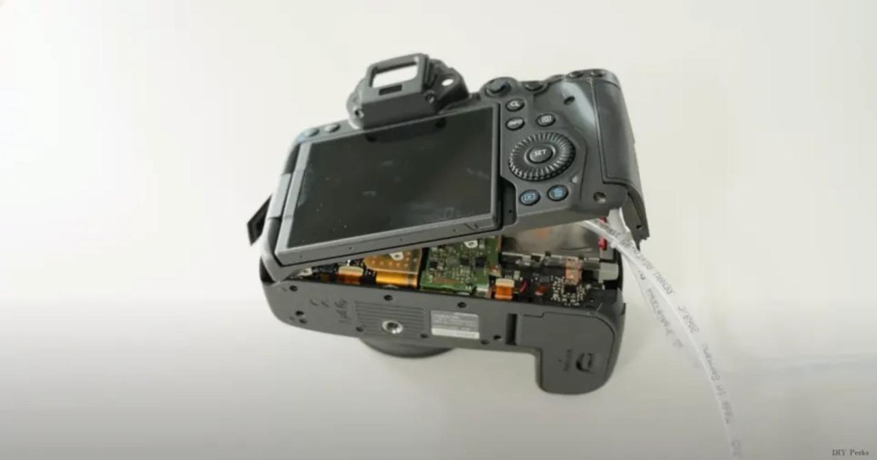 キヤノンのフルサイズEOS R5の発熱問題、解消しようと水冷システムを自作したYouTuber