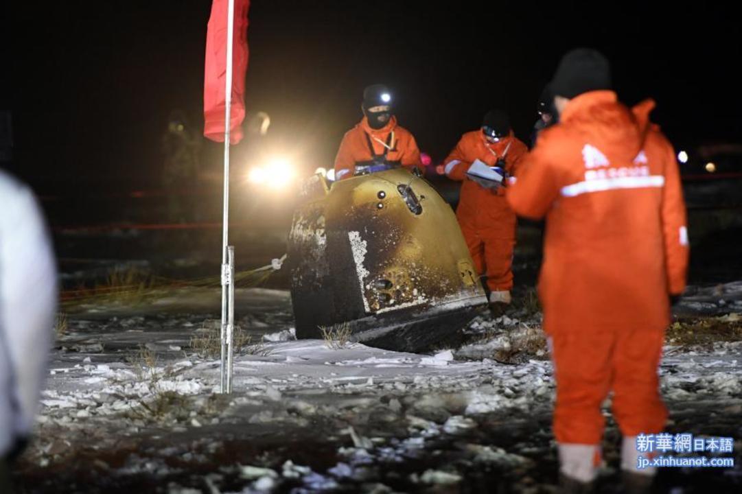 中国の月面サンプル回収班、凍てついた大地で強化外骨格を着て作業していた