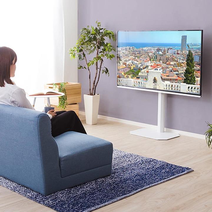 ニトリの場所を選ばない自立式テレビスタンド。壁際に置けるので部屋が広くなる