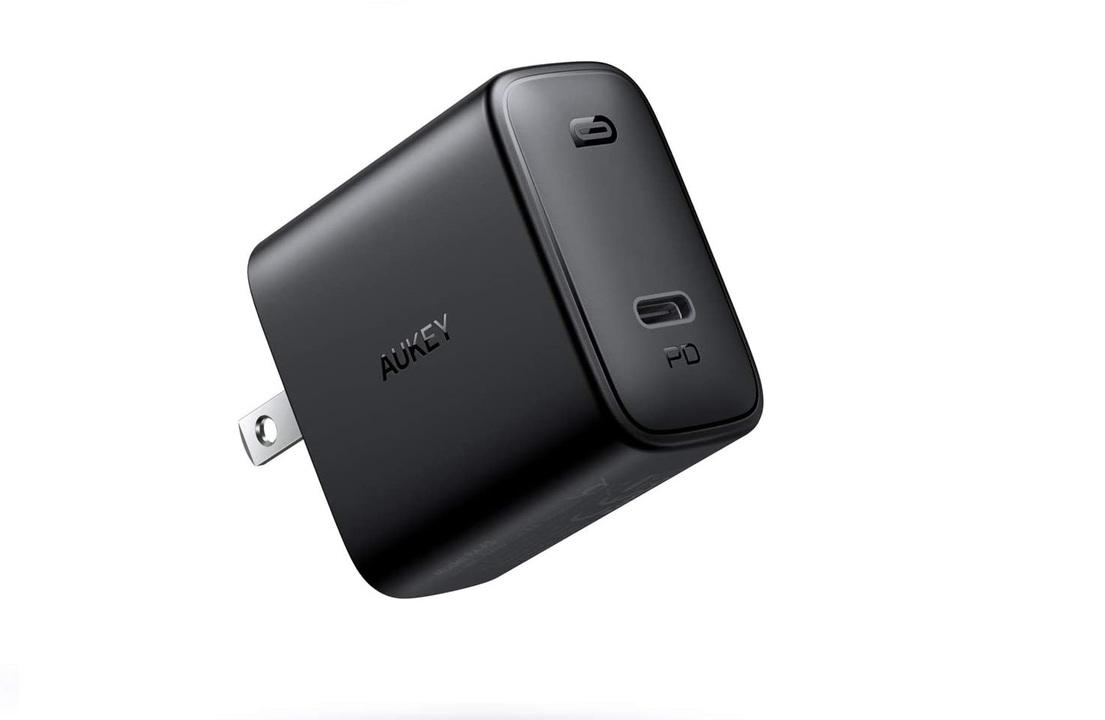 【きょうのセール情報】Amazonタイムセールで、1,000円台のAUKEYの30W・USB-C急速充電器や2,000円台のPCモニタアームがお買い得に
