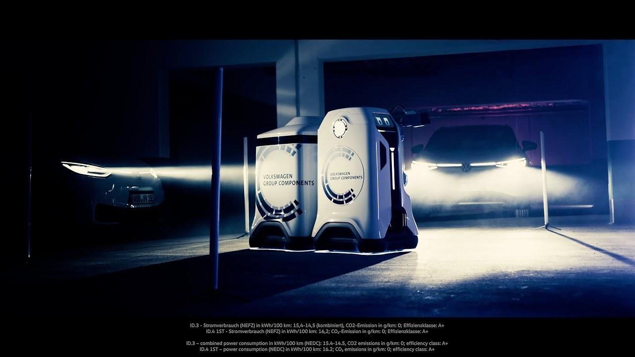 電気自動車の自動充電ロボット、VWがプロトタイプを開発