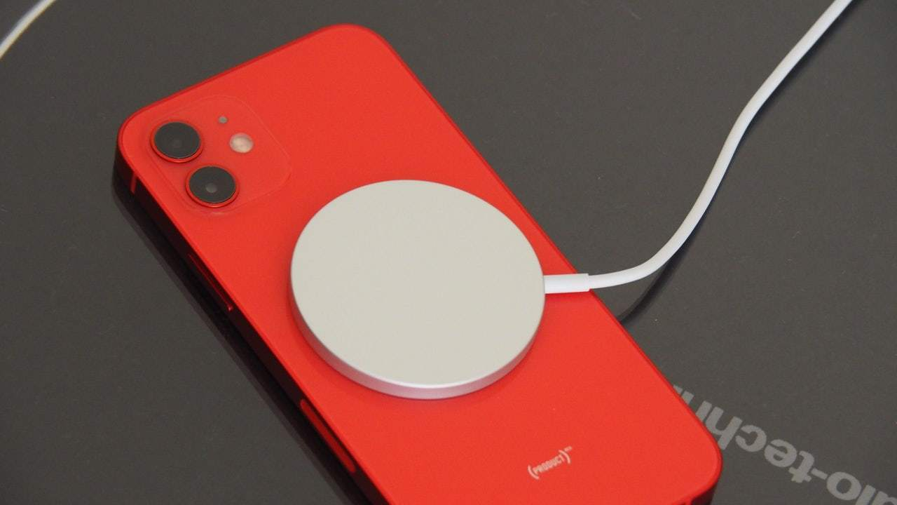 iPhone 12、ペースメーカーなどの医療機器に以前より影響?
