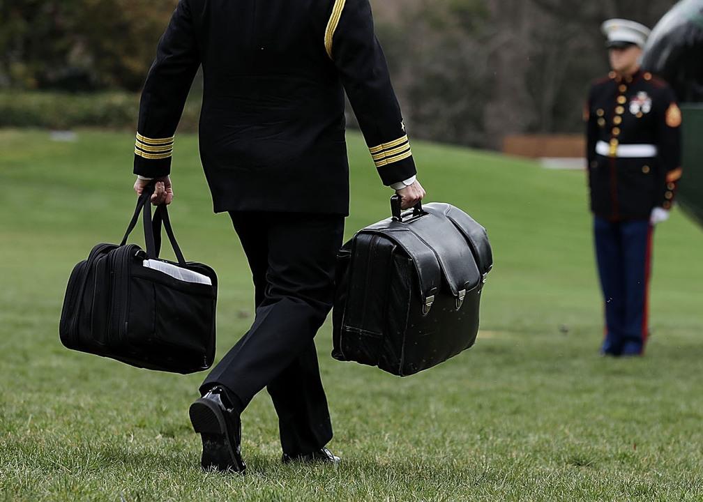 地上最恐ガジェット「核のフットボール」。大統領就任式欠席でトランプからの受け渡しはどうなる?