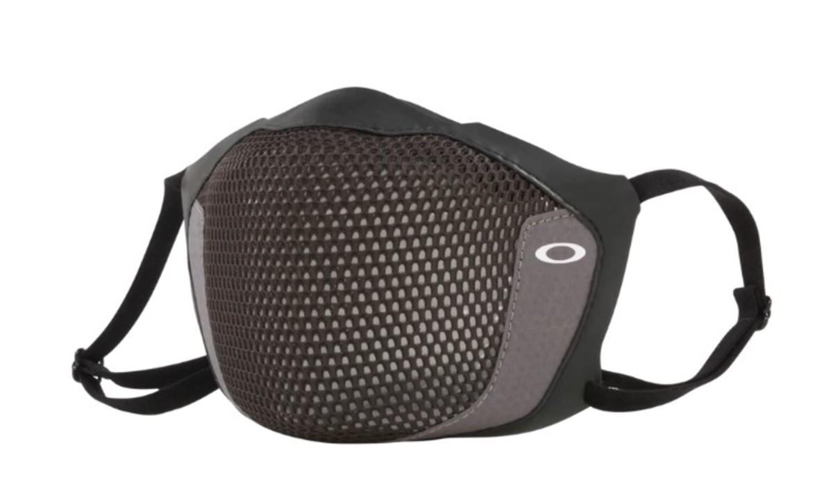 これは期待。サングラス・アイウェアメーカーのオークリーから「メガネが曇りにくいスポーツ用マスク」
