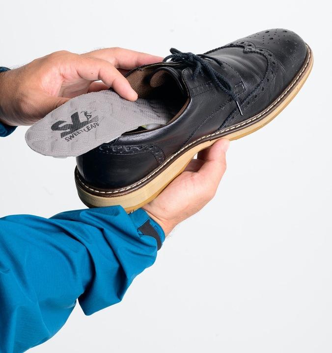 足裏・膝にかかる衝撃を吸収! ポンプ搭載でクッション調整が可能なインソール