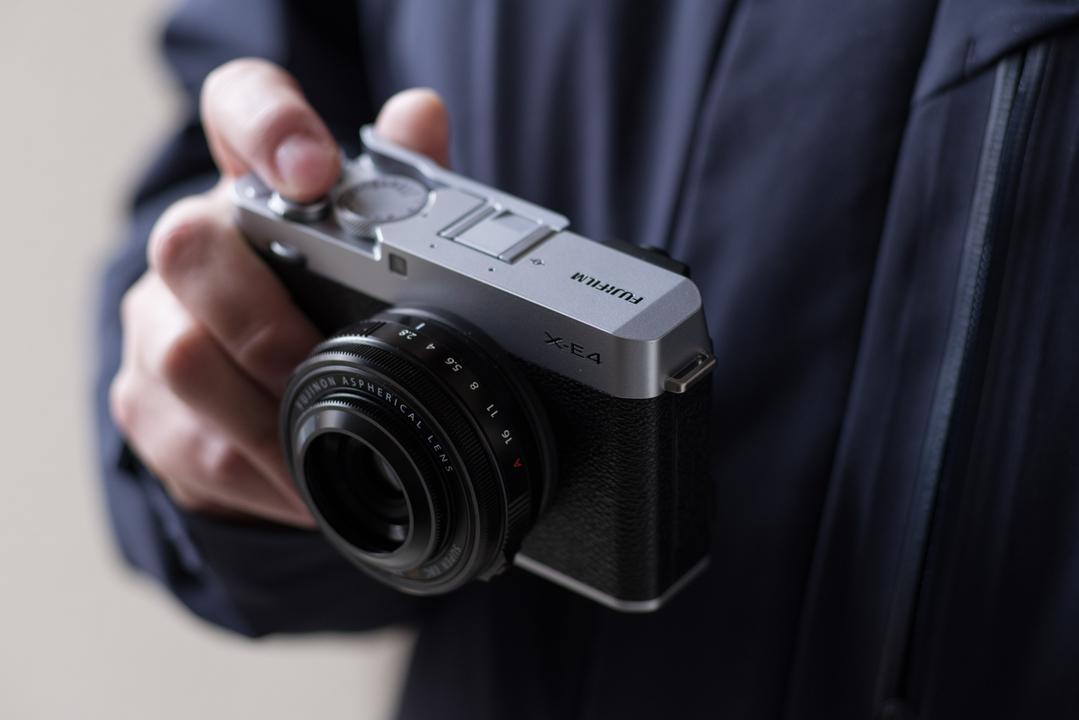 削ぎ落とすことで得た体験と美しさ。富士フイルム「X-E4」は毎日撮る人のためのカメラ