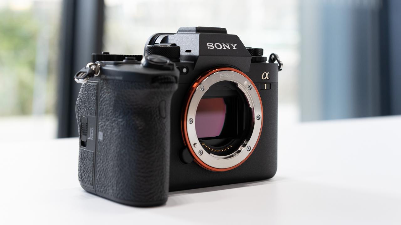 ソニー「α1」ファーストインプレッション:爆速のα9超え、神速の域に達したカメラ